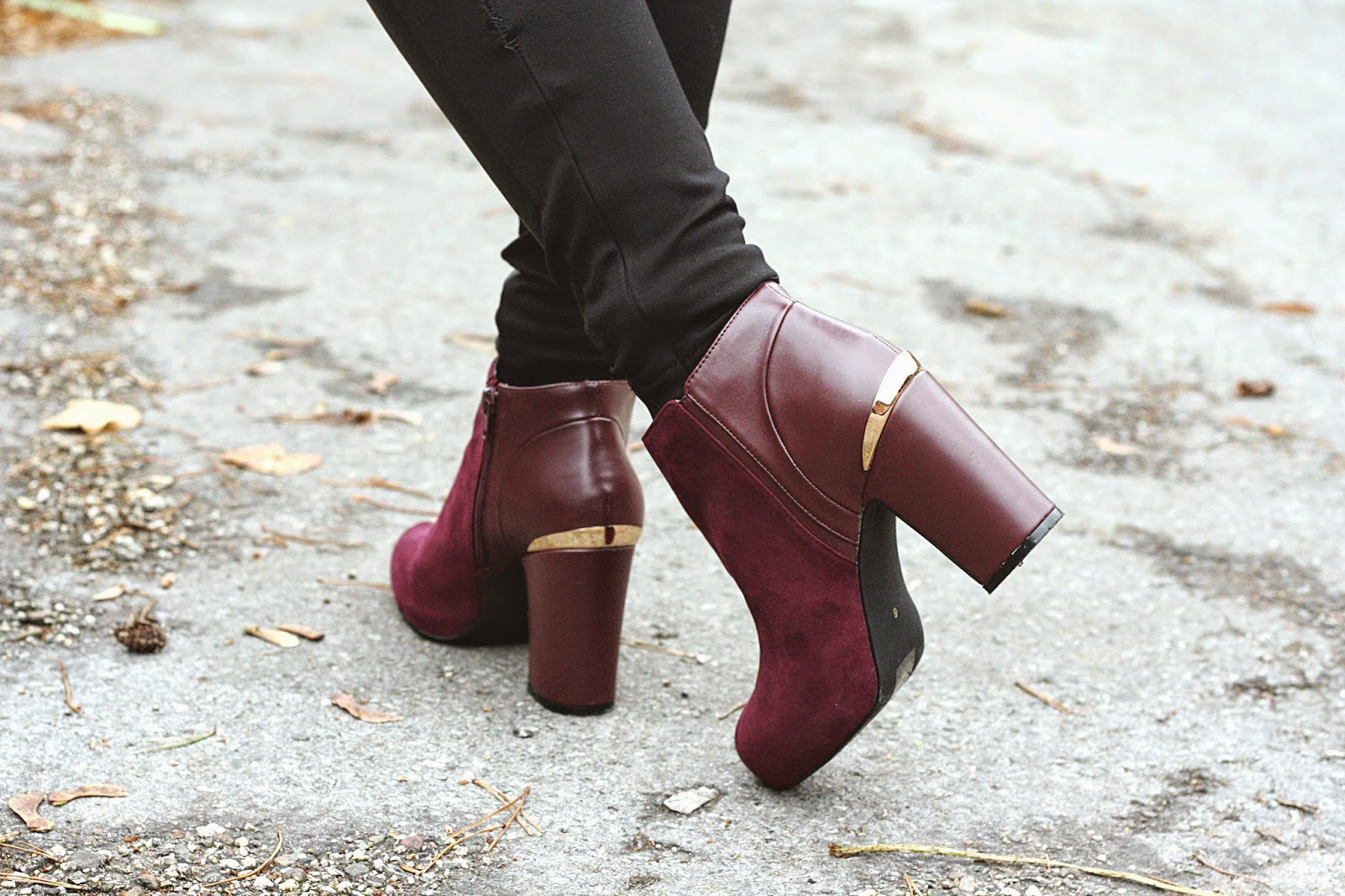 look outfit tenue pantalon cuir chaussures aubergines
